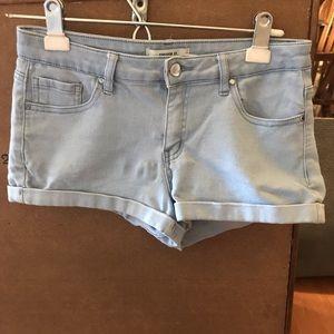 Light wash high wasted short shorts